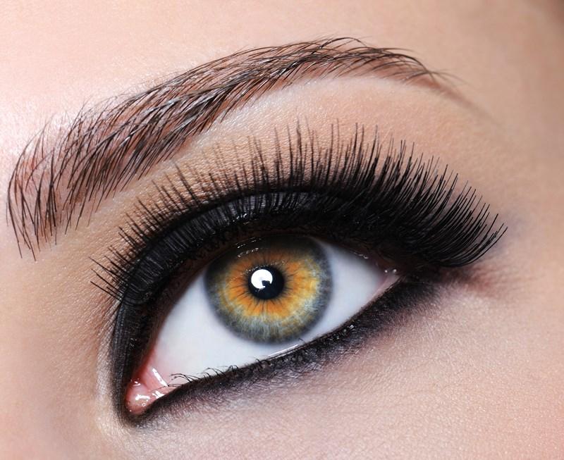 Comment faire ressortir les yeux clairs